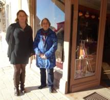 Sandrine Boucaud et Michèle Gimbre devant la boutique Printania - De Fil en Aiguille